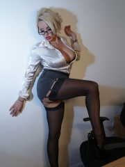 Dannii Harwood Galleries – Hot Dannii Flashes Stocking In Office